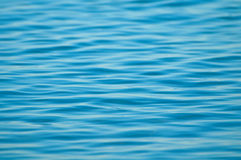 Superficie blu scintillante dell'oceano Fotografia Stock