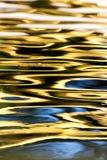 Superficie colorata dell'acqua come fondo Fotografie Stock Libere da Diritti