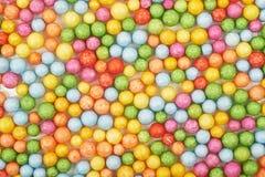 Superficie cubierta con las bolas coloridas Foto de archivo