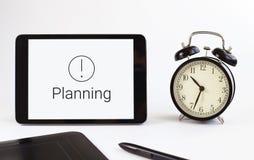 Superficie de funcionamiento Herramientas del asunto La tableta Planificación Fotografía de archivo libre de regalías