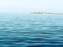 Superficie de la agua de mar todavía tranquilo Imagen de archivo libre de regalías