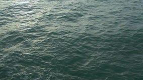 Superficie de la visión superior del mar con poca onda almacen de metraje de vídeo
