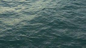 Superficie de la visión superior del mar con poca onda almacen de video