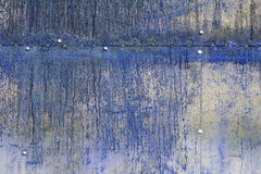 Superficie de metal azul rasguñada y oxidada Imágenes de archivo libres de regalías