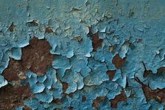 Superficie de metal cubierta con la pintura azul vieja, fondo Imagen de archivo libre de regalías