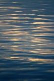 Superficie de ondulación del agua Fotos de archivo libres de regalías