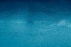 Superficie del agua azul Imágenes de archivo libres de regalías