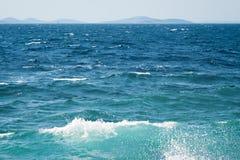 Superficie del agua de la naturaleza del océano o del mar Imagenes de archivo