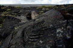 Superficie del campo de lava cerca de la cadena del camino de los cráteres Imagenes de archivo