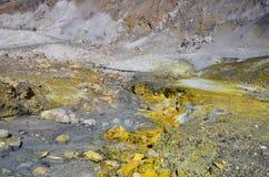 Superficie del cratere di un vulcano attivo In qualche luogo in Nuova Zelanda Fotografia Stock Libera da Diritti