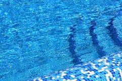 Superficie dell'acqua del raggruppamento. Fotografia Stock Libera da Diritti