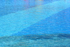 Superficie dell'acqua della piscina Immagine Stock