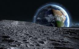 Superficie della luna La vista dello spazio del pianeta Terra rappresentazione 3d Fotografie Stock Libere da Diritti