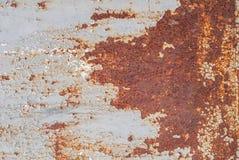 Superficie di ferro arrugginito con i resti di vecchia pittura, pittura scheggiata, fondo di struttura Fotografia Stock