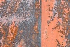 Superficie di ferro arrugginito con i resti di vecchio fondo di struttura della pittura Immagine Stock