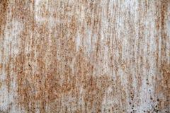 Superficie di ferro arrugginito con i resti di vecchia pittura, pittura scheggiata, fondo di struttura immagine stock