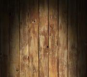 Superficie di legno afflitta illuminata drammaticamente Immagini Stock