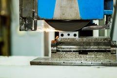 Superficie di lucidatura di metallo in fabbrica Immagine Stock Libera da Diritti