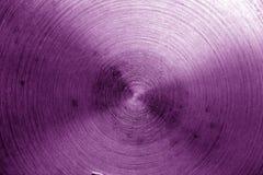 Superficie di metallo con i graffi nel tono porpora Fotografie Stock Libere da Diritti