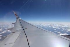 Superficie di sostegno degli aerei sopra le nuvole Fotografia Stock Libera da Diritti