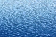 Superficie increspata blu dell'acqua. Priorità bassa dell'acqua Fotografia Stock