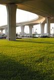 Superficie inferior del puente masivo Imagenes de archivo