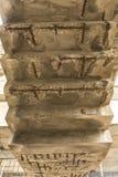 Superficie inferior extremadamente dilapidado y corrodated de la escalera Hava Fotos de archivo libres de regalías