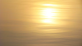 Superficie normale del lago nel tramonto Fotografia Stock Libera da Diritti