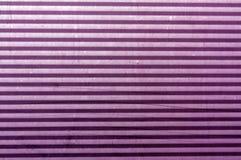 Superficie plateada de metal púrpura acanalada Fotos de archivo libres de regalías