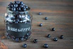 Superfood orgânico antioxidante do mirtilo em um frasco Fotografia de Stock Royalty Free