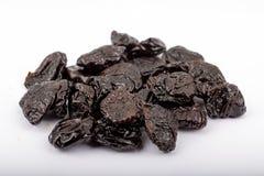 Superfoods - сделанные ямки черносливы на белой предпосылке Стоковая Фотография RF