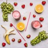 Superfoods e salute o concetto dell'alimento di dieta della disintossicazione Ingredienti organici freschi del frullato Frutta de fotografie stock libere da diritti