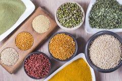 superfoods georganiseerd als inzameling op de lijst royalty-vrije stock fotografie