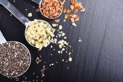 Superfoods w pomiarowych łyżkach Fotografia Stock