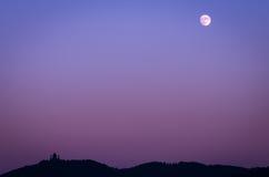 Superga都灵(托里诺),大教堂和月亮 库存照片