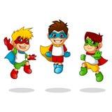 Superhéros d'enfant avec le personnage de dessin animé sautant de pose de vol Image stock