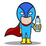 Superheld, der eine Flasche Trinkwasser zeigt Stockfotografie