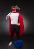 Superheld mit Reinigungsanlage Stockfotografie