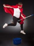 Superheld mit Reinigungsanlage Lizenzfreies Stockbild