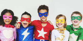 Superheld scherzt Aspirations-Fantasie-spielerisches Spaß-Konzept stockfotos