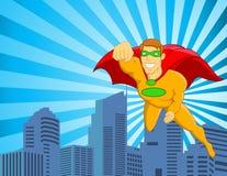 Superheldflugwesen über Stadt Stockfoto