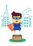 Superheldjunge von stellen sich Stadtstand auf Kasten vor Lizenzfreies Stockfoto