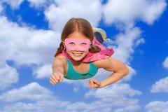 Superheldreise-Fliegenkonzept lizenzfreies stockbild