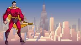 Superhero που στέκεται ψηλό στην πόλη