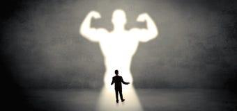 Επιχειρηματίας που στέκεται μπροστά από ένα ισχυρό όραμα ηρώων ελεύθερη απεικόνιση δικαιώματος
