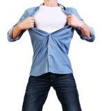 Superhero. Bild av mannen som river hans skjorta som av isoleras på Arkivfoto