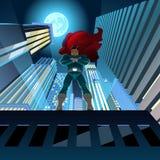 Superhero die over stad letten op Royalty-vrije Stock Fotografie