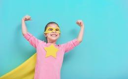 Superhero för barnlekar royaltyfri bild