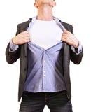 Superhero. Ung man som river hans skjorta som av isoleras på Royaltyfri Fotografi
