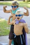 Superheroes de garçon avec le masque et le cap Images libres de droits